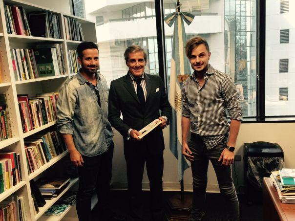 El 11/03/2016, Juliano y Amador (protagonistas del libro y el caso de éxito) entregan el libro al Cónsul Marcelo Giusto